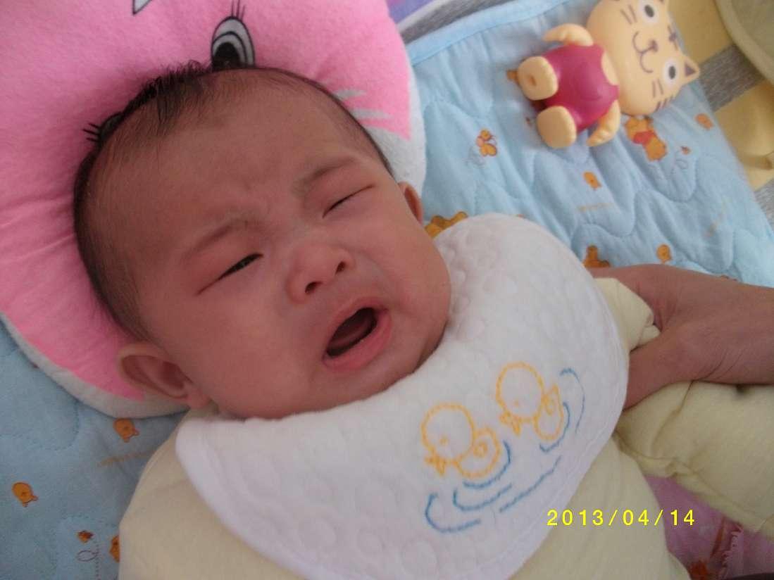 一组搞怪照片,忽然哭,忽然笑,宝宝的情感真丰富啊