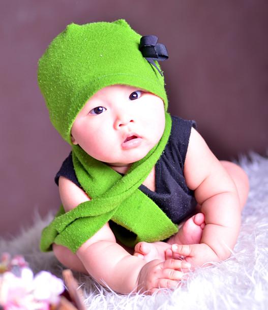 很懂事可爱胖嘟嘟的很惹人喜欢下个月就是她一周岁的生日了我希望